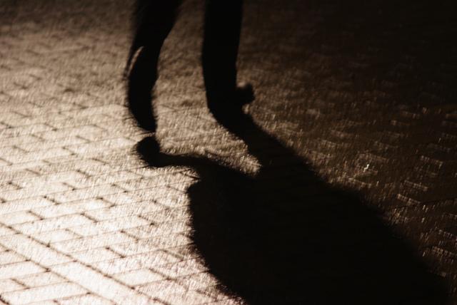 IMGP2196_xmas-city-lights-man-walking-away
