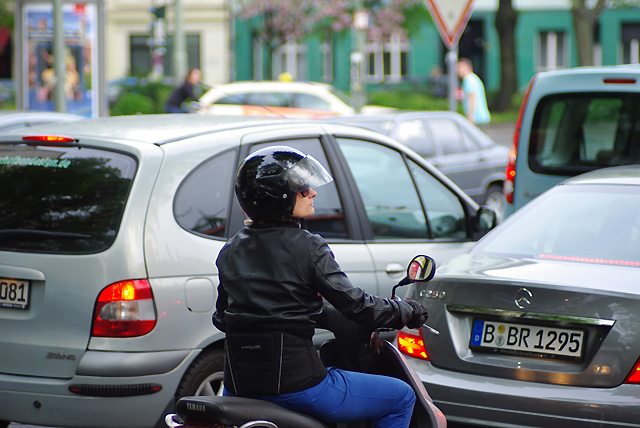 IMGP3535_moped_85mm