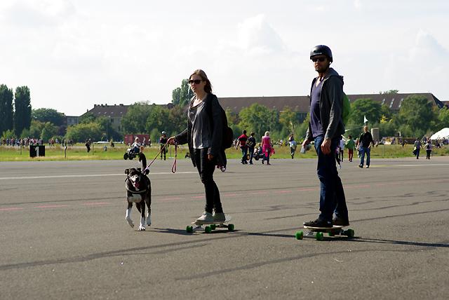 IMGP6037_er-und-sie-auf-skateboards