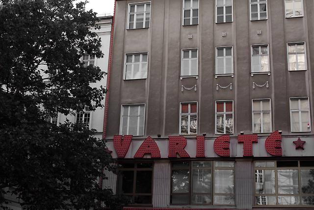 IMGP6285_variete-hausfassade_rot-sw
