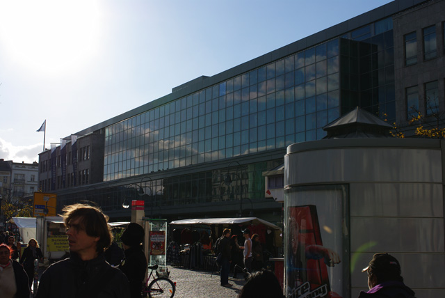 IMGP6514_wolken-in-glasfassade