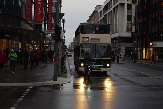 IMGP6933_sightseeing-bus-fahrradfahrer
