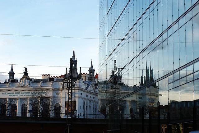 IMGP7666_theater-spiegelung-glasfassade