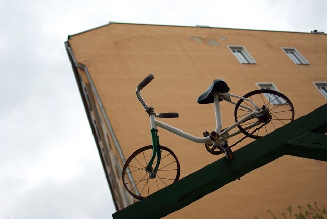 IMGP8130_fahrrad-schild-haushintergrund