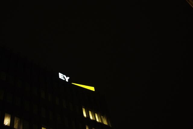 IMGP9237_ey-leuchtreklame