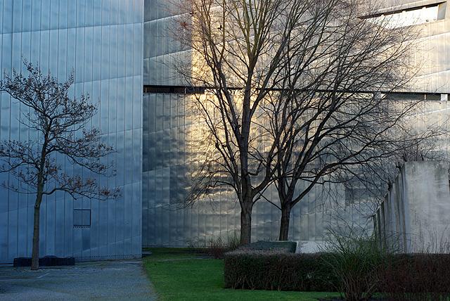 IMGP9437_juedisches-museum-licht-baeume_B