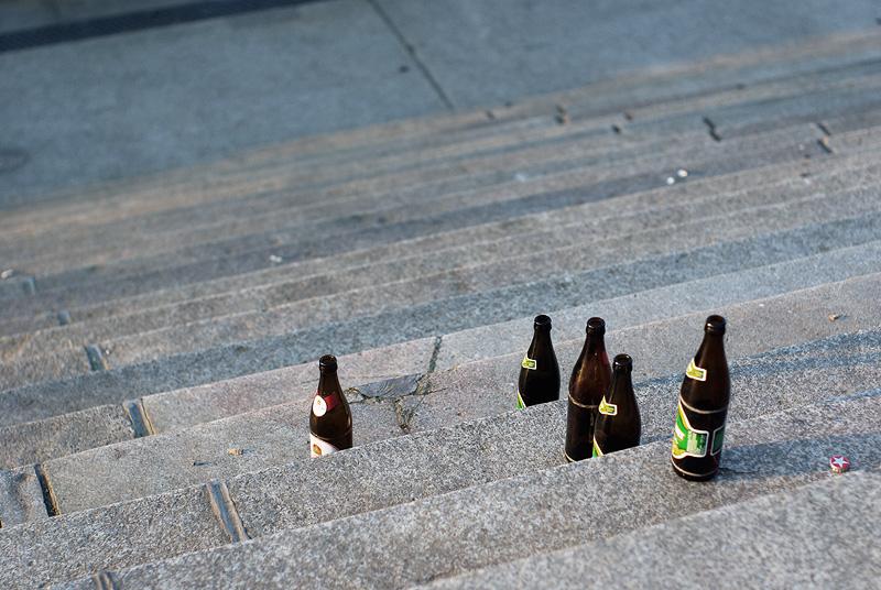 IMGP9536_bierflaschen-treppenstufen