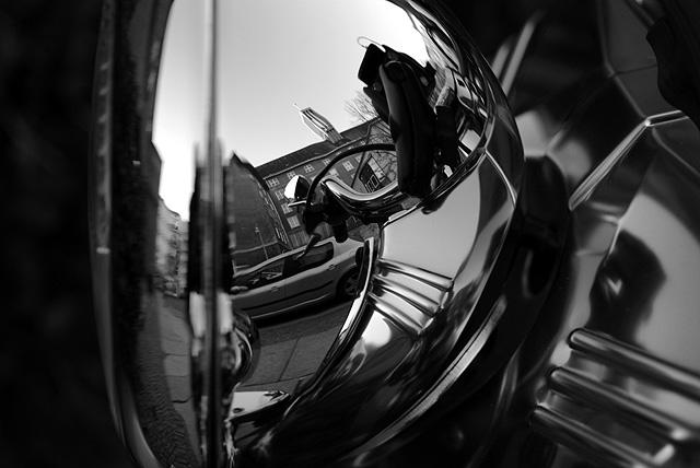 IMGP9604_spiegelung-in-motorradscheinwerfer-chrom_SW
