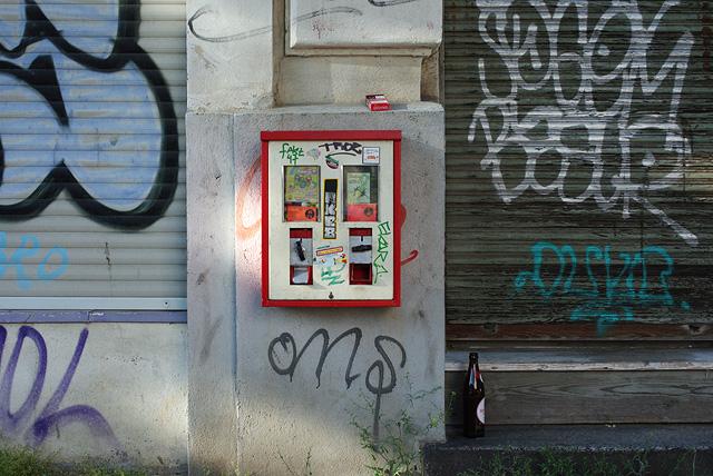 IMGP9877_kaugummi-automat-zigaretten-bierflasche_B