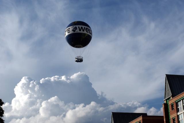 IMGP10408_welt-ballon-ueber-den-wolken_B