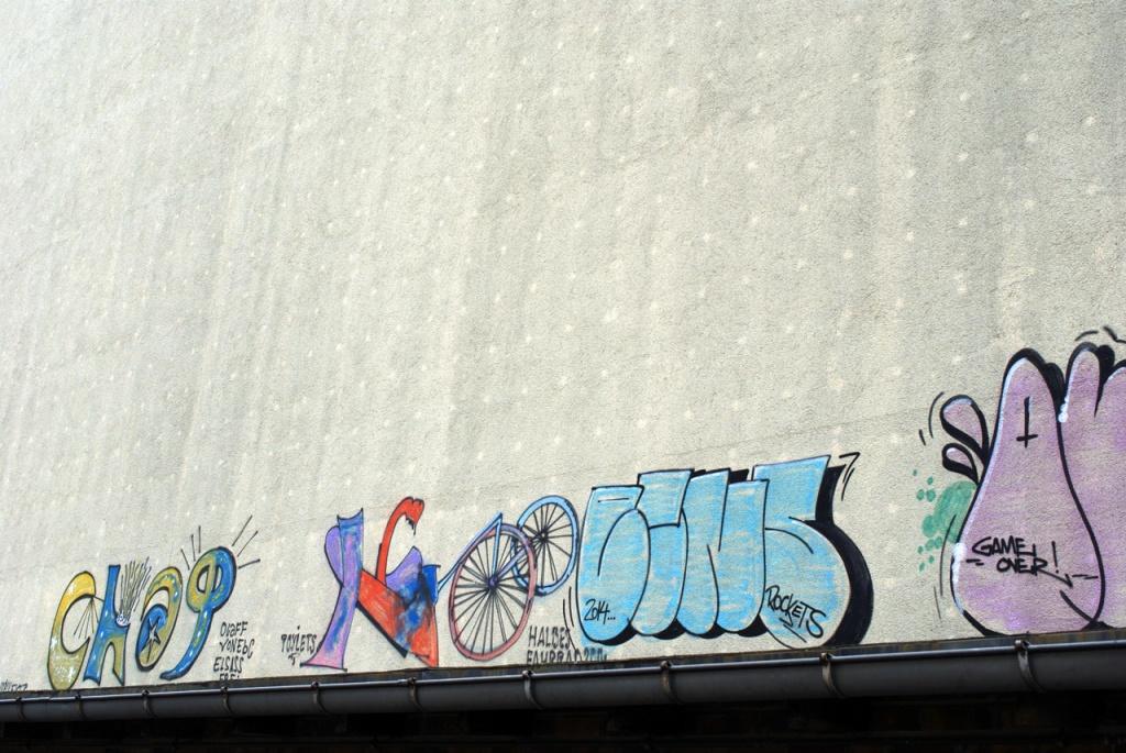 imgp10863_hauswand-graffiti_b